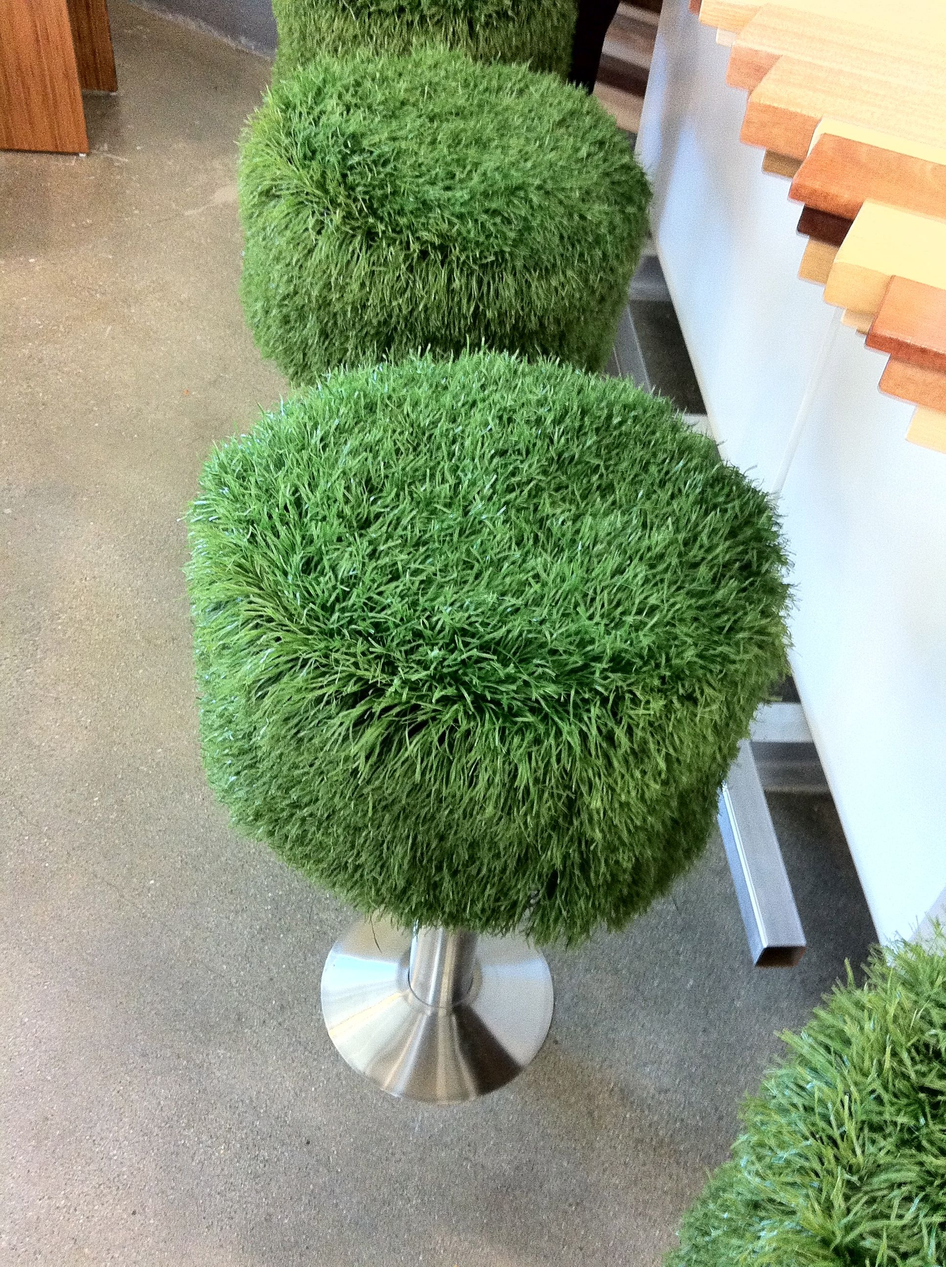 Fausse Herbe Astroturf Bar Stools At Santa Monica Mall Foodcourt La Diy