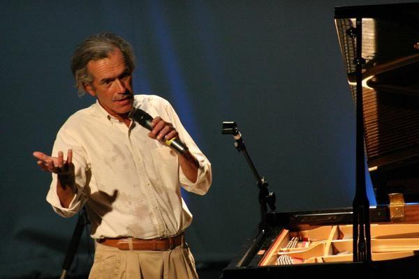 ZELO - Compositor de Goiás participa de festival em Paris com apoio de empresários goianos