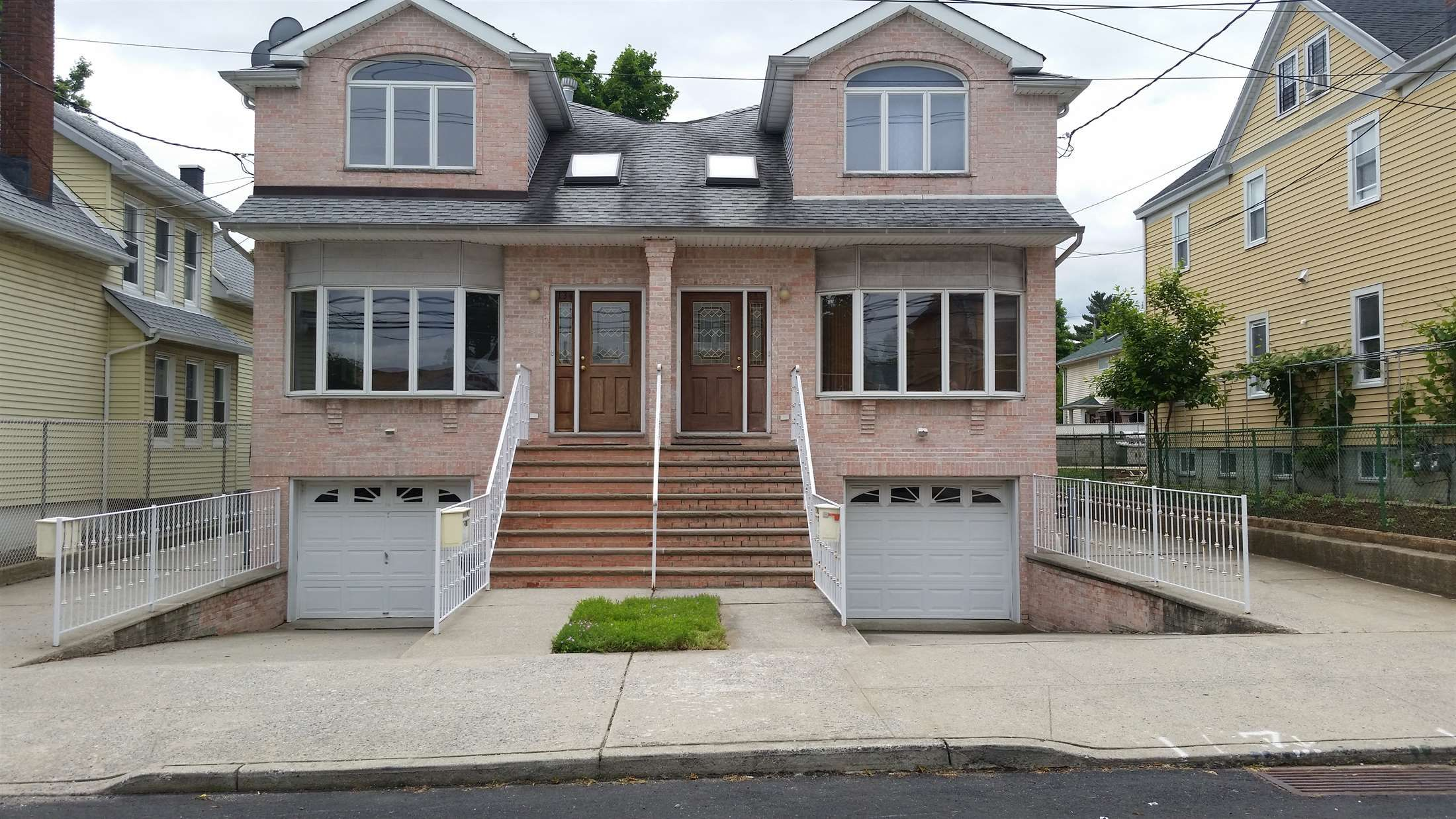130 Seaview Ave, Staten Island, NY 10304 | Maine house ...