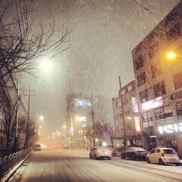 darim0923 / #겨울 #눈보라 #winter #snowstorm #blizzard / #골목 #거리 #하늘 / 2013 12 19 /