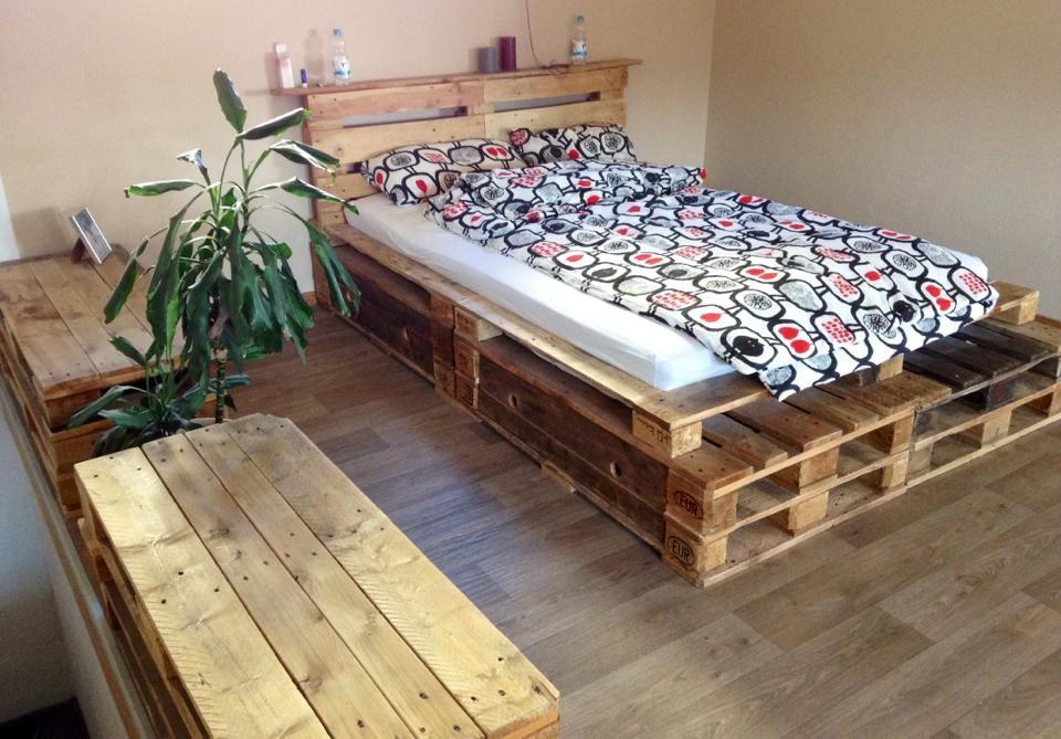 Bett Und #Kommoden Aus Aufbereiteten #Europaletten  #EcostylebyFantasyFactoryWürzburg #Palettenmöbel #Würzburg