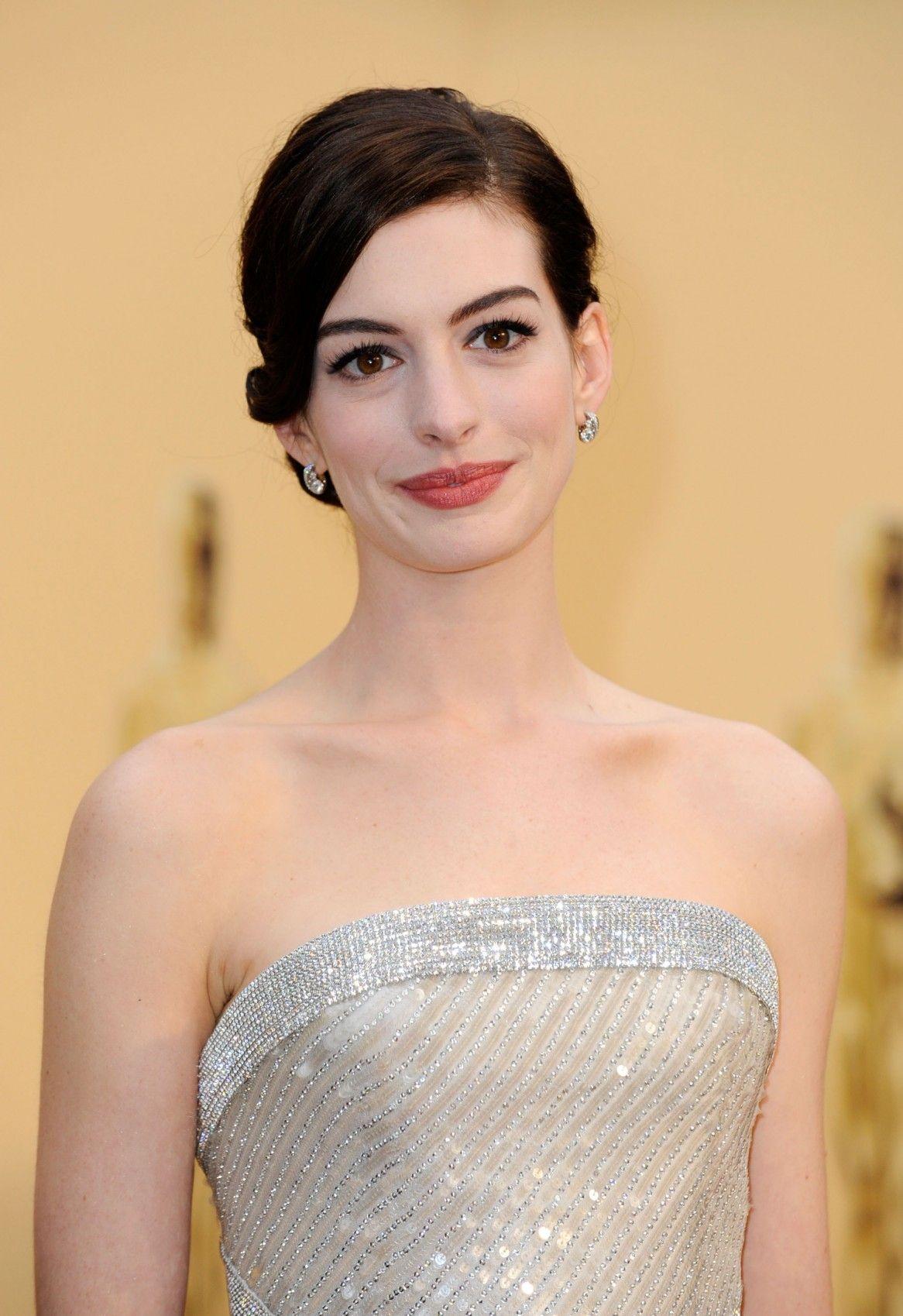Anne Hathaway 格架 开心集品 【アンハサウェイの画像】映画「レ・ミゼラブル」で丸刈りに