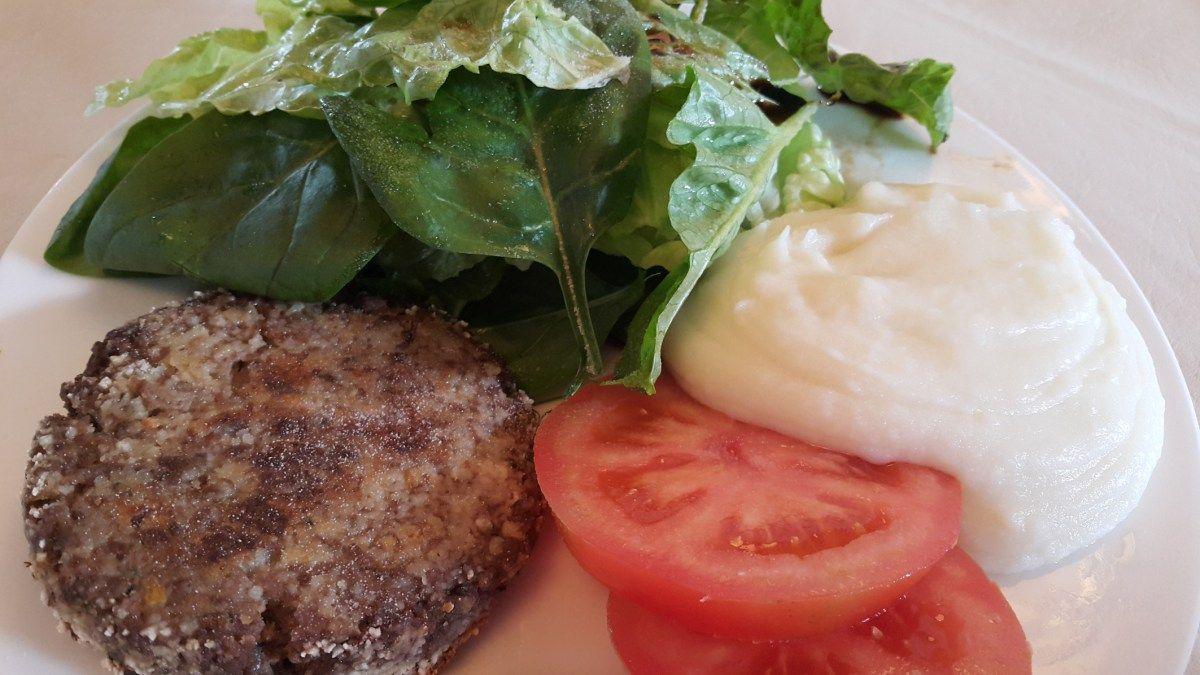 Unas ricas hamburguesas de carne magra. Acompañarla con una rica ensalada de lechuga y espinaca. Apta para celíacos!  Libre de Gluten.  Receta: www.smileybelly.com