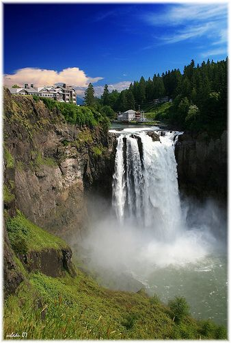 One of the many favorite waterfalls of ours in WA.  Snoqualmie Falls