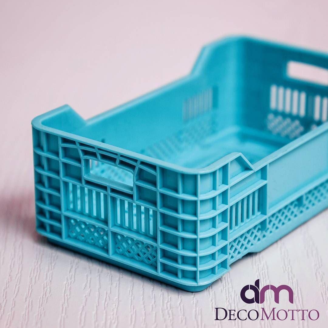 decomotto.com | Mini Plastik Kasa Sepet 4lü | 9.99 tl  Büyük Plastik kasaların minyatürü plastik küçük kasa etrafınızdakilerin meraklı bakışlarını göreceksiniz.  Banyoda Mutfakda Ofis Masalarınızda ve sunumlarınız bir çok yerde kullanabileceğiniz plastik kasa. Oyuncaklarınızı kalemlerinizi meyvelerinizi dekor amaçlı kullanıma açık bir üründür.  Boy: 17 Cm En: 10 Cm Yükseklik: 6 Cm  4'lü set olarak gönderim sağlanmaktadır.  #decomotto #madeinanatolia #cicievim #tasarim #kişiyeözel #dekorasyon…