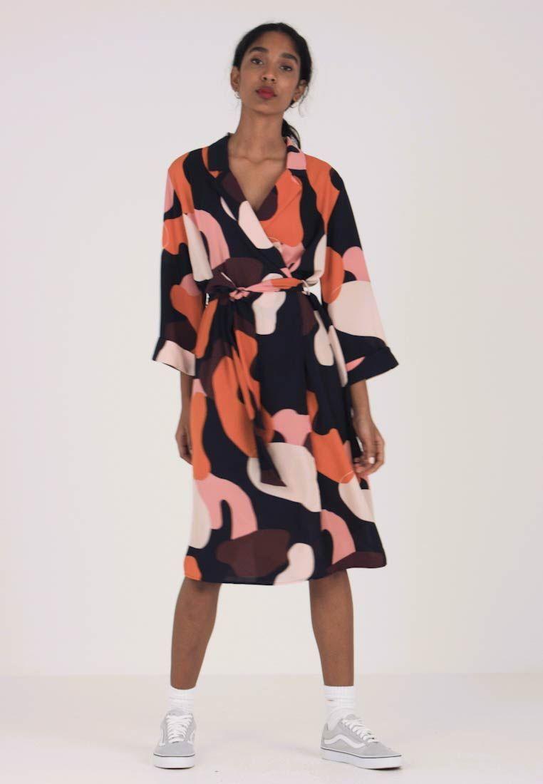 0afd4b818b63 Monki ANDIE DRESS - Kjole - dark blue bordeaux orange - Zalando.no