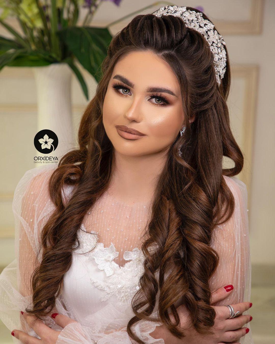 283 Likes 4 Comments Gelin Sac Makiyaj Wedding Orxideyabeauty Vip On Instagram Sac Duzumu Solmazabdulzade Makiy In 2021 Instagram Fashion Crown Jewelry