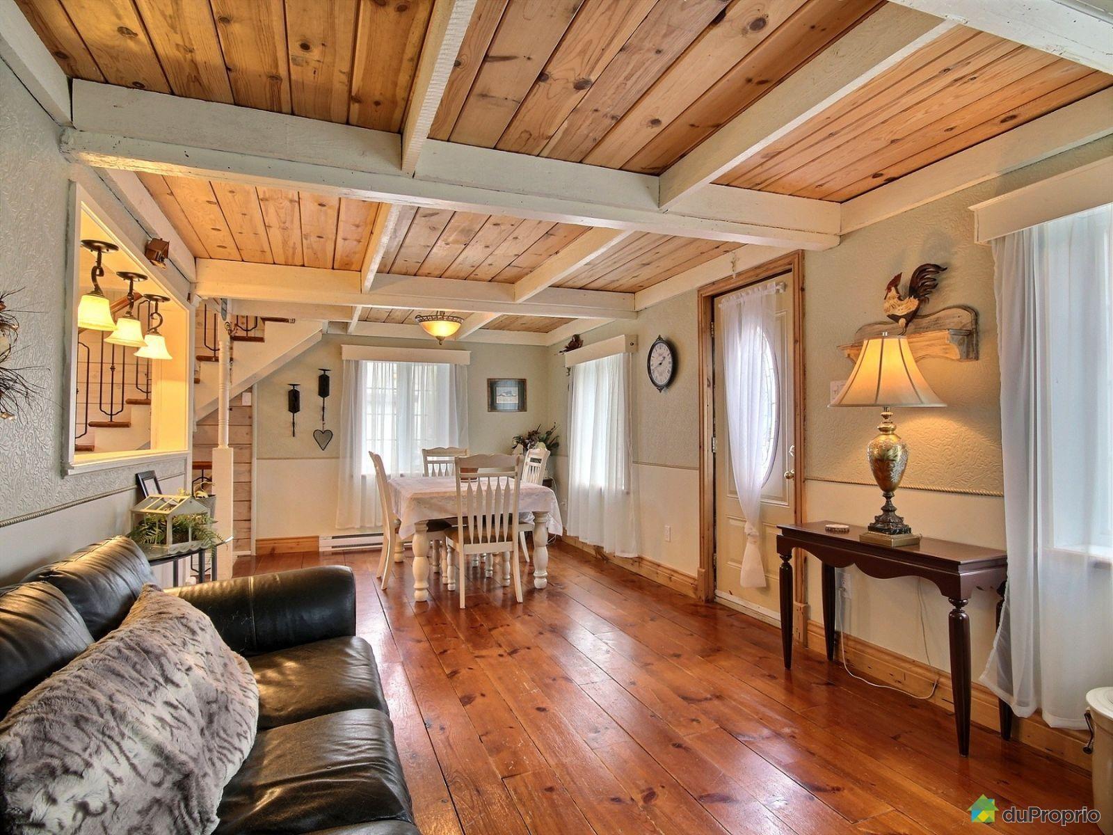 Maison ancestrale de 1855 au coeur de Chambly, rénovations majeures au cours des années, dont l ...