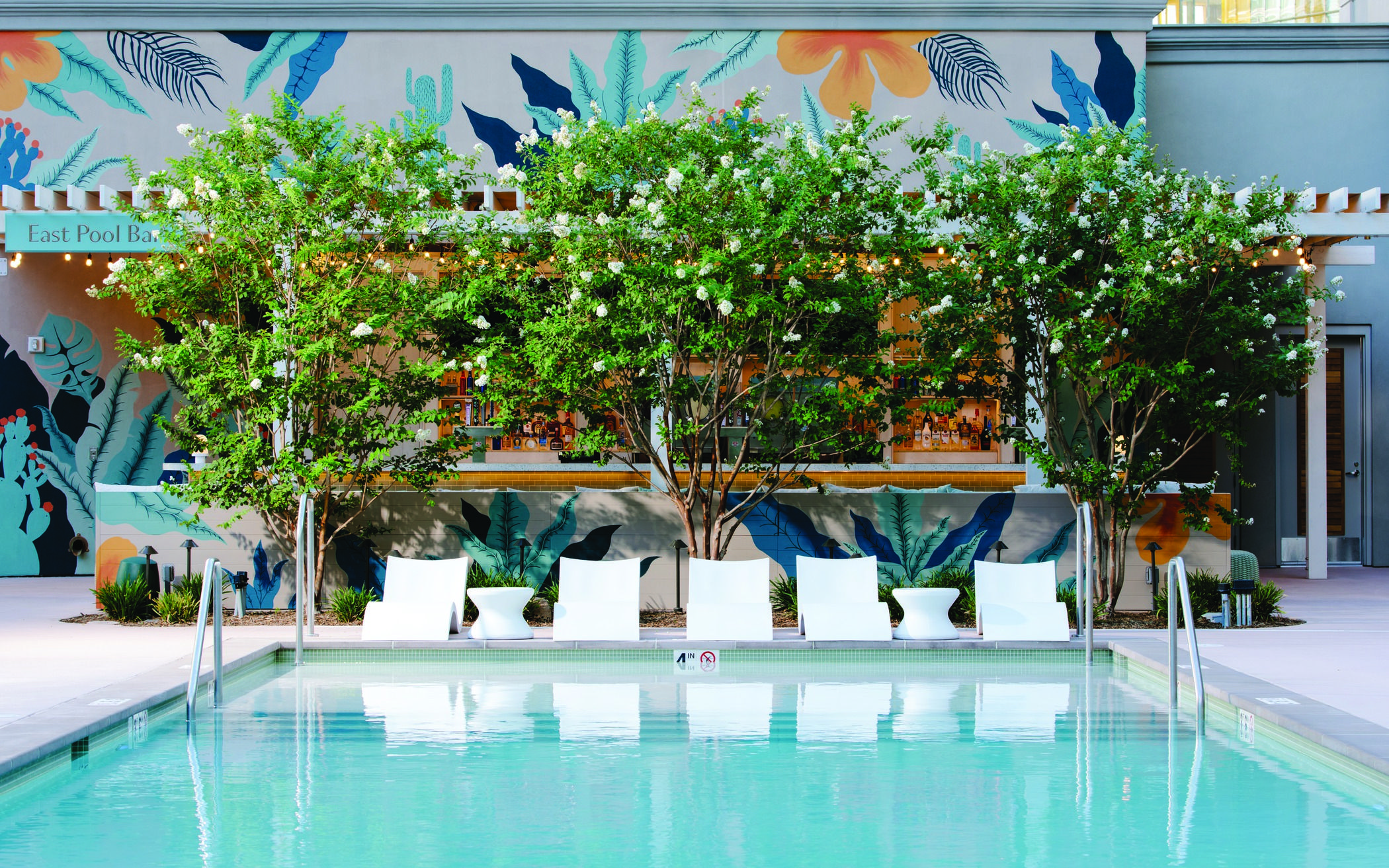 Taking A Girls Trip To Vegas Park Mgm S Pool Is Totally Instagram Worthy Park Mgm Las Vegas Pool Pool Cabana Las Vegas Pool Pool