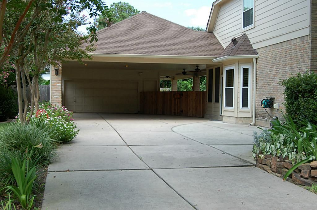 2 Car Garage Extra Wide Driveway And An Added Porte Cochere For Additional Parking Kingwood Porch Addition Mountain Lake