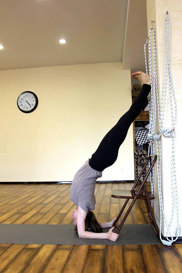 Pincha Mayurasana Y O G A Exercice Chaise