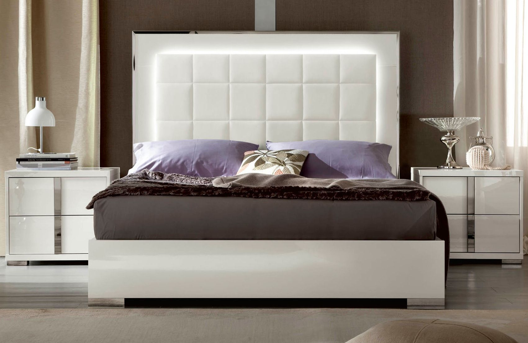 The Bella Bianca Bed Made In Italy Puts A Contemporary Twist On The Design Of The Classic White Gloss Bedroom Contemporary Bedroom Modern Bedroom Furniture