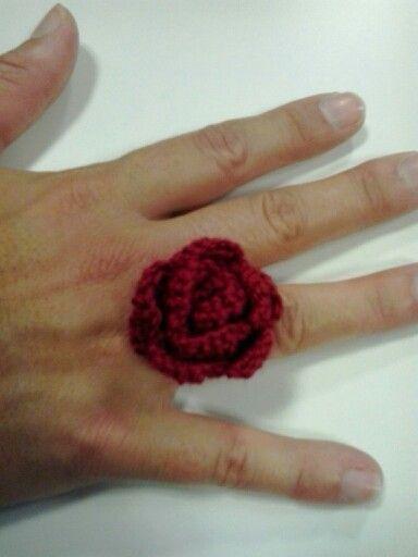Anillo a crochet con flor