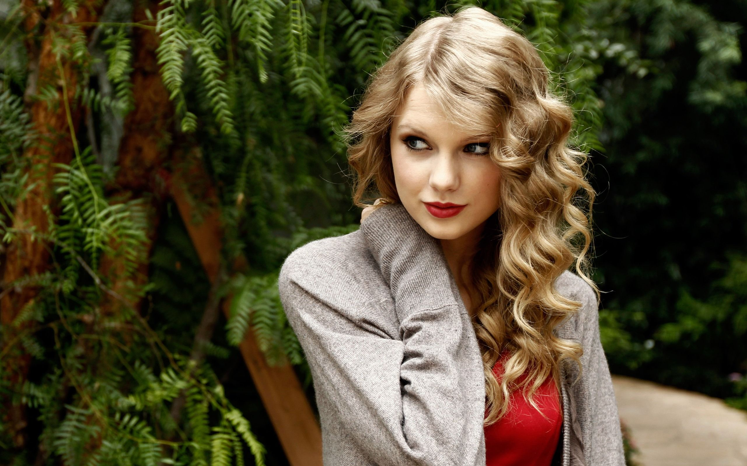 taylor swift red wallpaper free desktop 8 hd wallpapers | À acheter