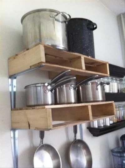 20 ideas para fabricar muebles con palés de madera para la cocina - muebles de pared