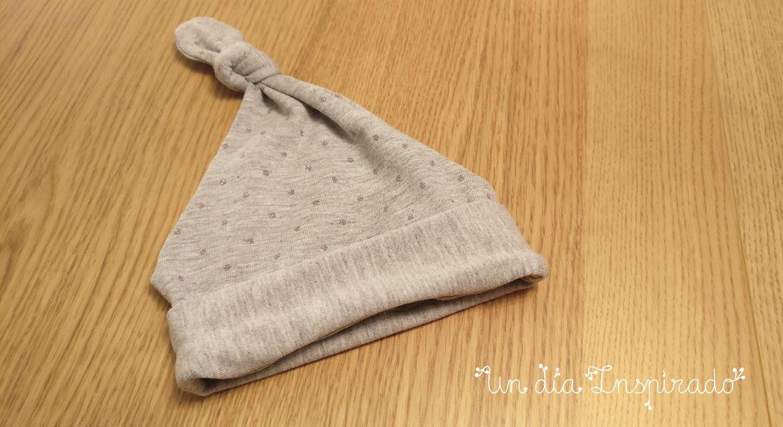 ¿La primera prenda que necesitas para tu bebé  Un gracioso gorro con nudo  para 04a993151ce