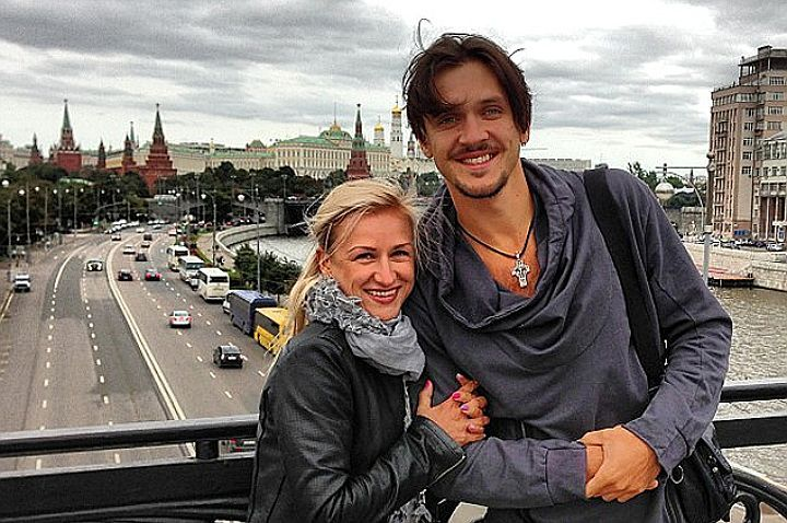 Olympic champions Maxim Trankov and Tatiana Volosozhar became spouses Maxim made the offer of a hand and heart to Tatyana half a year ago
