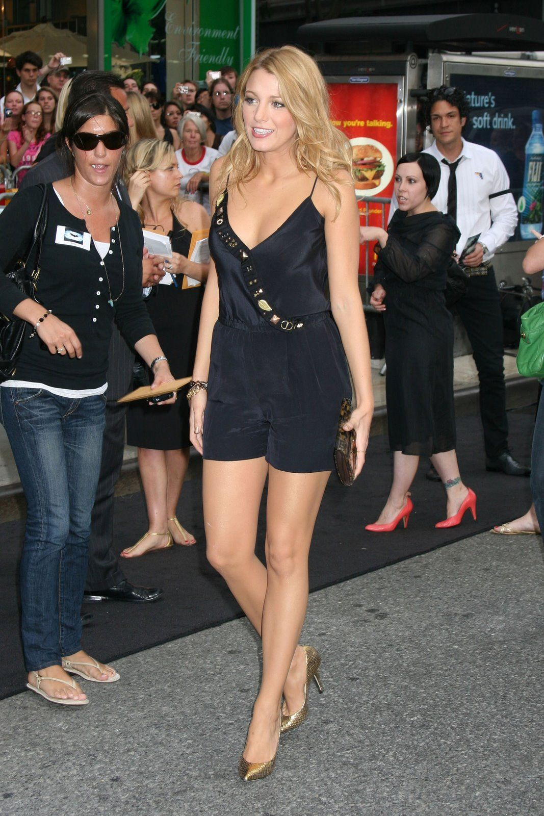 21f662b65d88 Perversions of the high heel pump  Blake Lively !!!