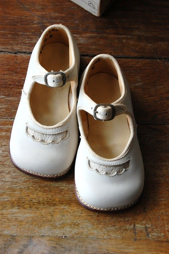 Vintage Foot Form Childrens Mary Jane Shoes Size 2 1/2 By