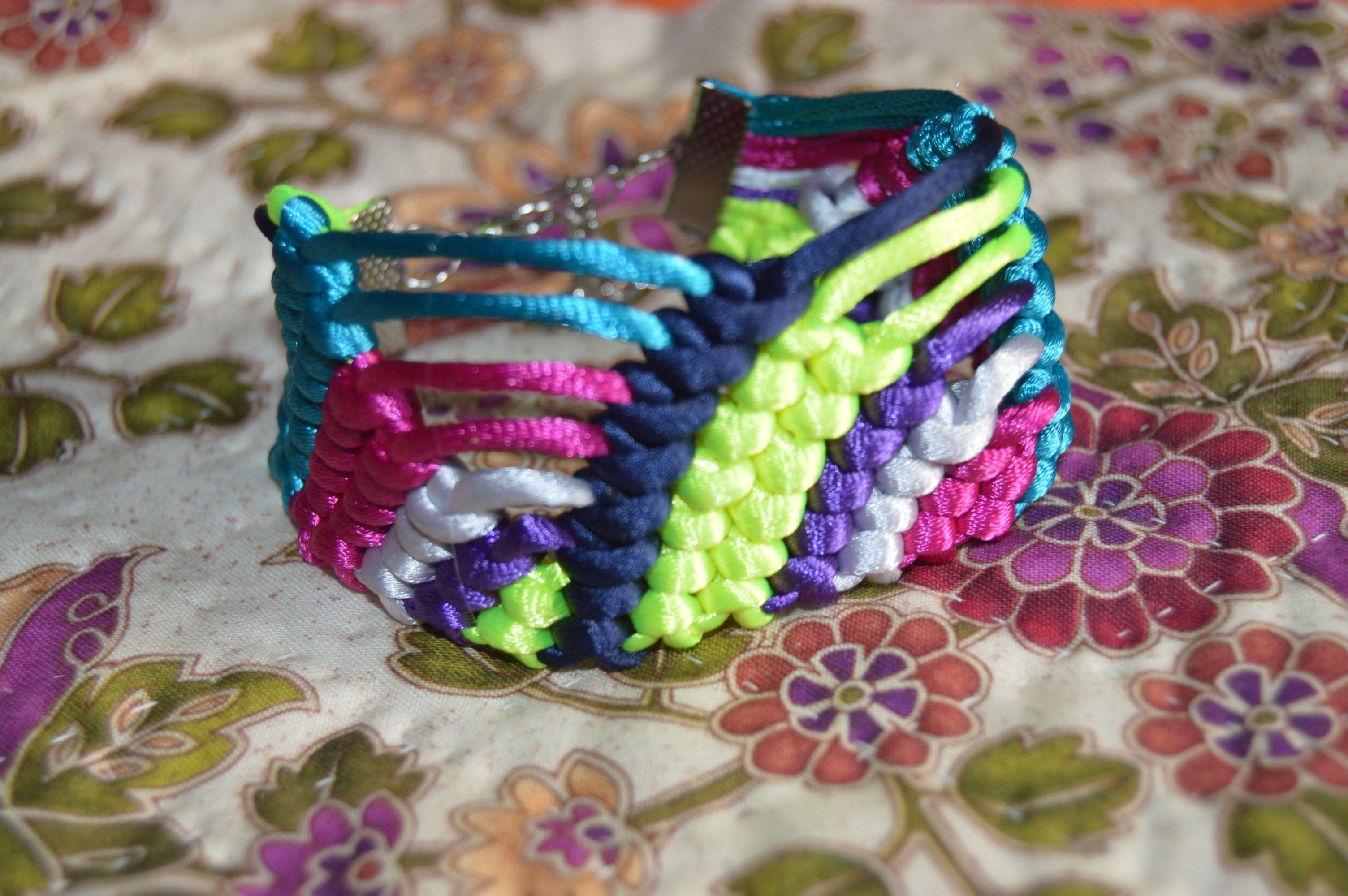 pulsera de nudos de macrame ,hecha a mano .escoje tu los colores