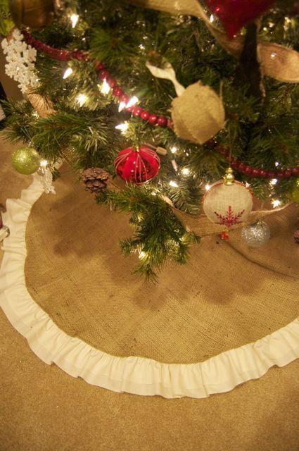 DIY burlap tree skirt sewing projects Pinterest Christmas, DIY