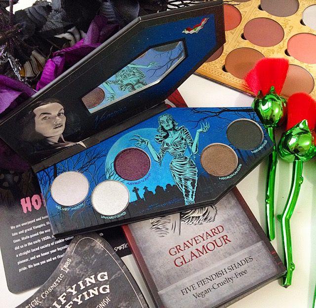 Dark Makeup Vampira Eyeshadow Palette