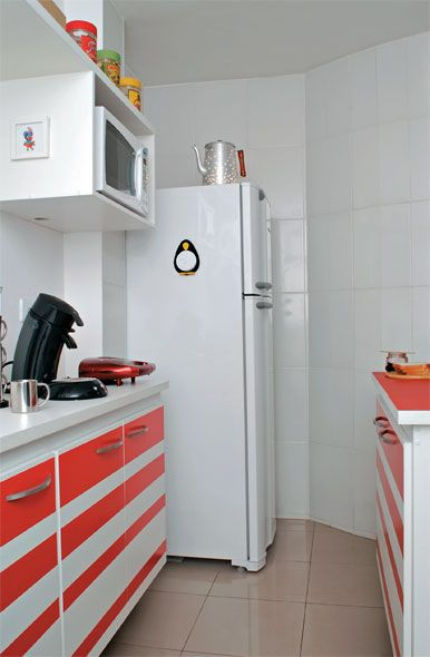 Adesivo e laminado fazem mágica na cozinha  Com este recursos você dá um colorido especial à sua cozinha sem gastar muito