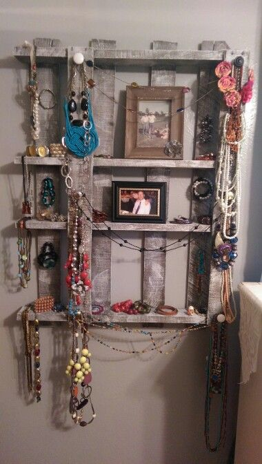 Pallet jewlery & picture holder