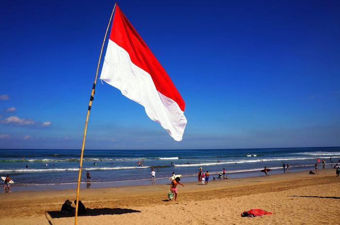 Indonesian National Day 17 August 2013 A Red And White Flag Flutters Alone On The Beach Of Kuta Bali Photo By Raditya Margi Indonesia Bendera Sejarah