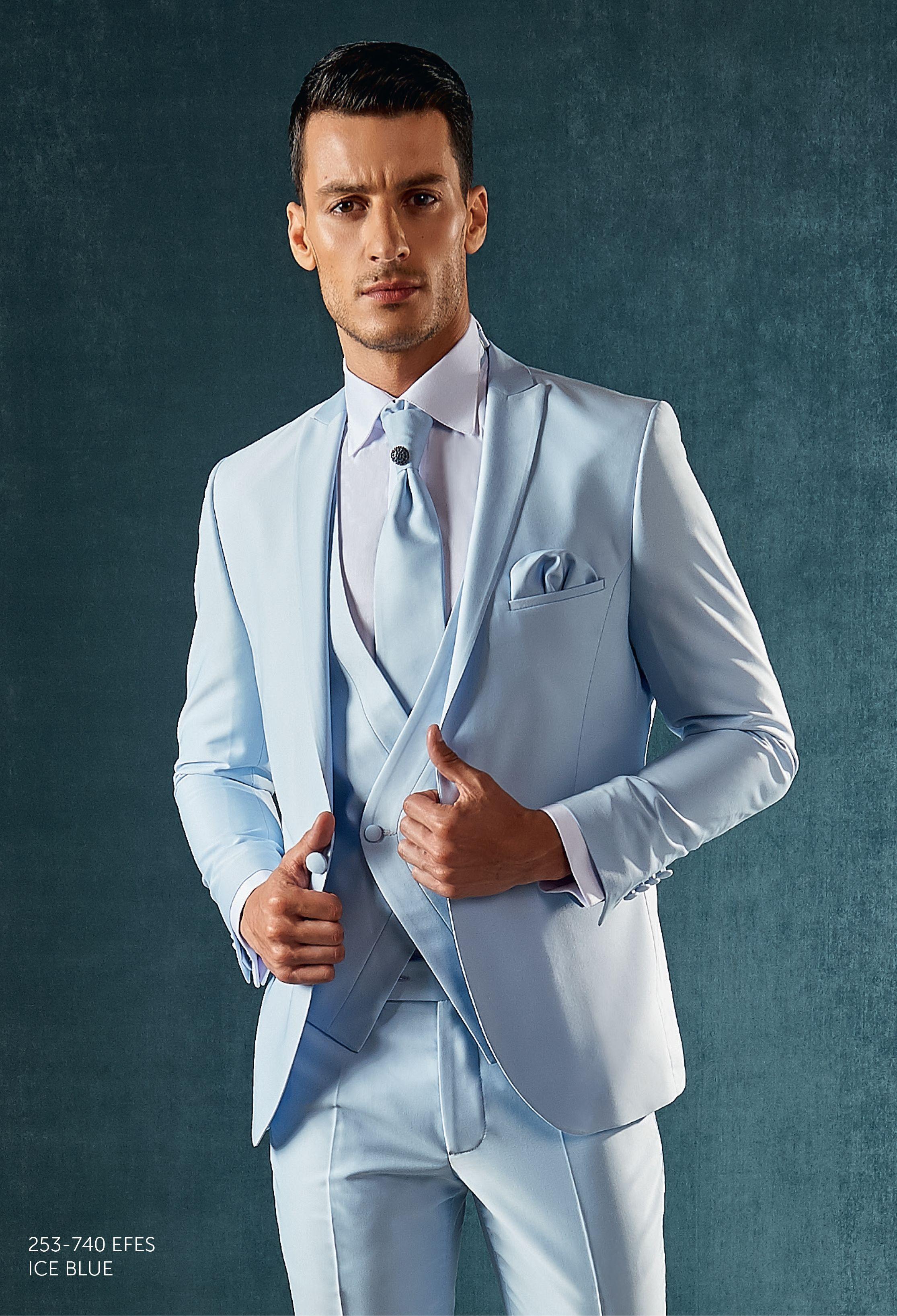 Traje novio azul celeste, chaleco cruzado, corbatón y pañuelo al ...
