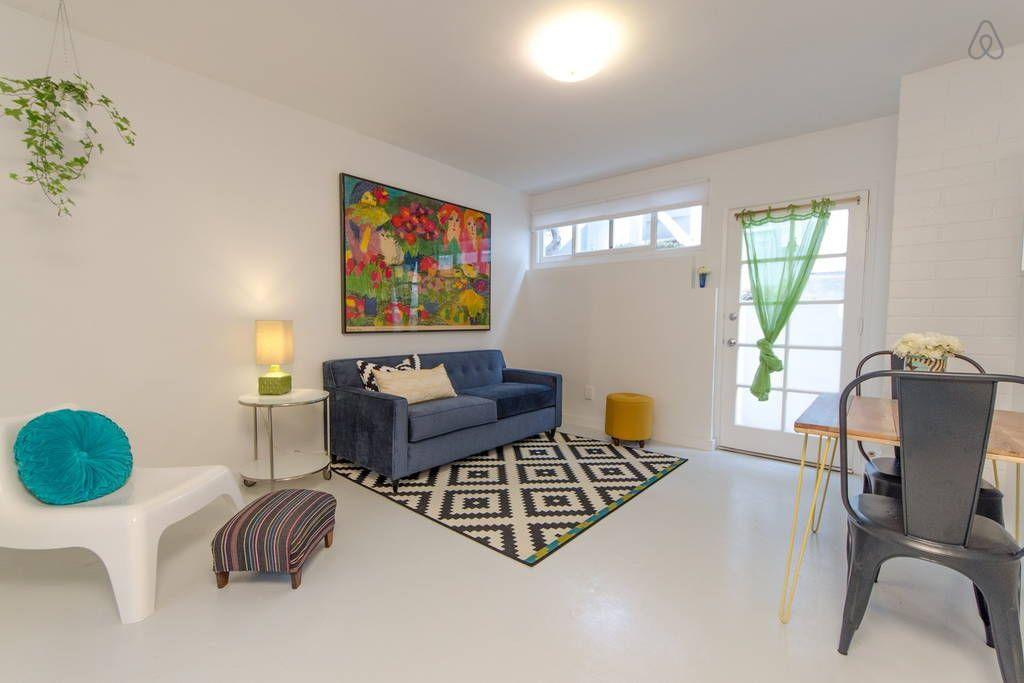 이렇게 멋진 에어비앤비 숙소를 확인해보세요: Bright & Chic Beachside Studio - 아파트 대여 가능