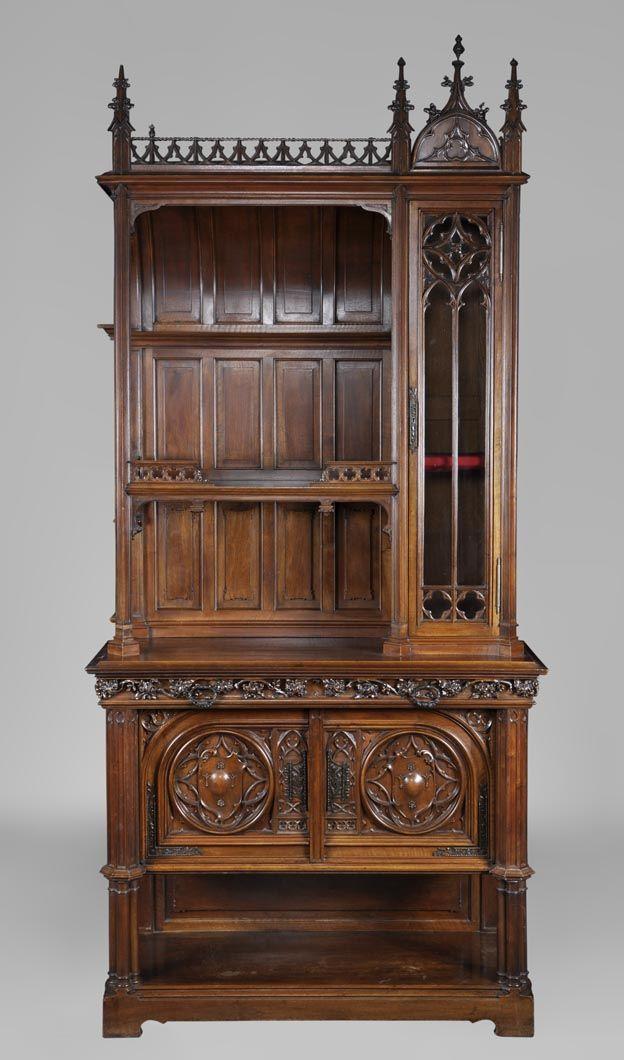 vaisselier de style n o gothique en noyer sculpt directoire empire restauration. Black Bedroom Furniture Sets. Home Design Ideas