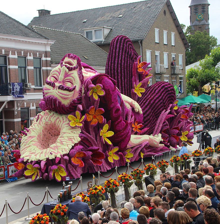 Le Bloemencorso Zundert rend hommage  Van Gogh avec une parade de chars fleurisPublicité L édition 2015 de la parade du Corso fleuri de Zundert aux