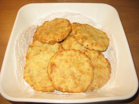 Kauraperunakakkarat 3 dl valmista perunamuusia 1 dl gluteenitonta kaurahiutaletta 1 kananmuna suolaa