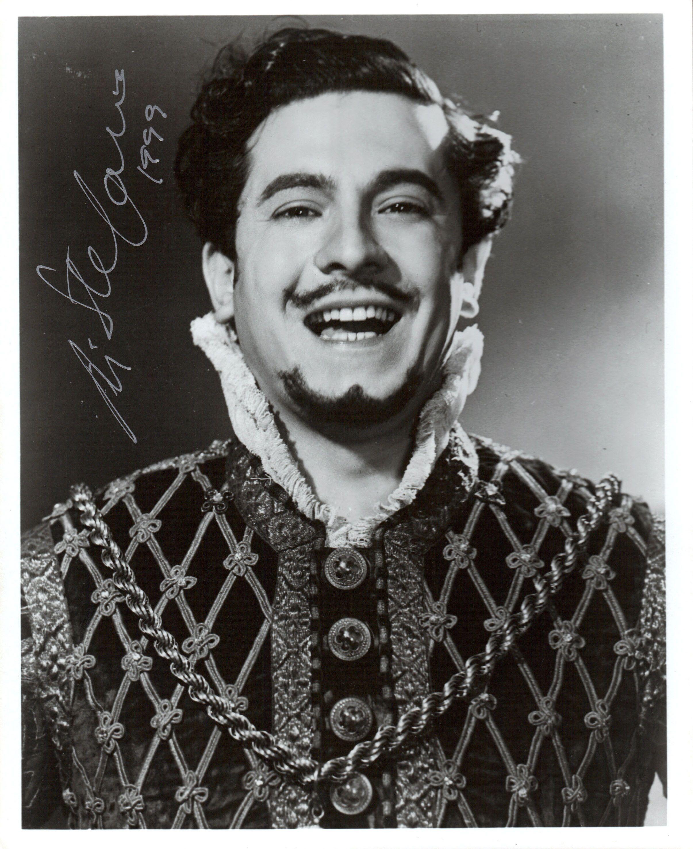 Meraviglioso ritratto di Giuseppe Di Stefano, al suo debutto come Duca in Rigoletto, il 25 febbraio 1948 al Met #VerdiMuseum