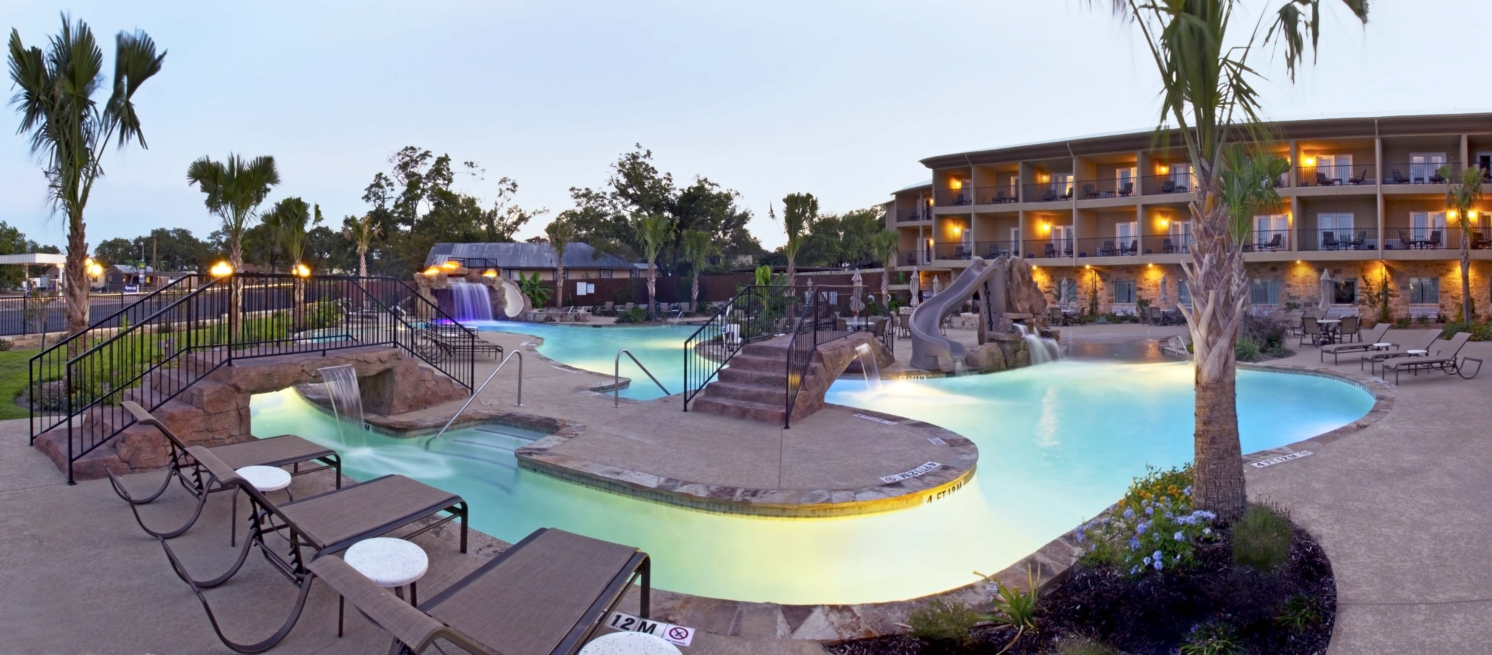 Holiday Inn Fredericksburg Tx Blue Haven Pools Pool Pool Designs