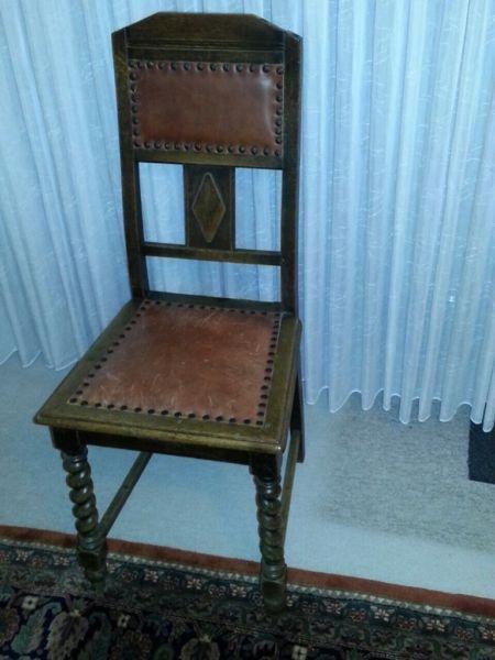 Alter Restaurierter Stuhl Oben Drauf Mit Lederbezug Und Nieten Aus Wohnungsauflosung Selbstabholung Stuhle Wohnungsauflosung Restaurieren