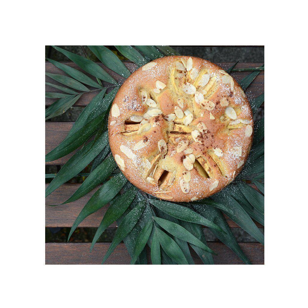 Versunkener Apfelkuchen zum Wochenstart. Und pssst: Apfelkuchen ist einer meiner absoluten Lieblingskuchen! 😍 .