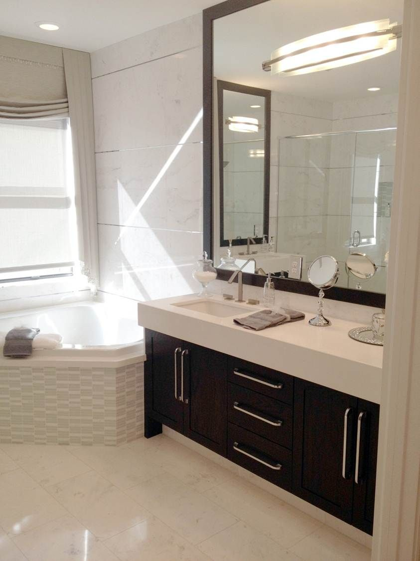 Very Modern Vanity Look From Ultracraft In Cherry Wenge Finish Bathroom Pictures Bathroom Design Bathroom Gallery