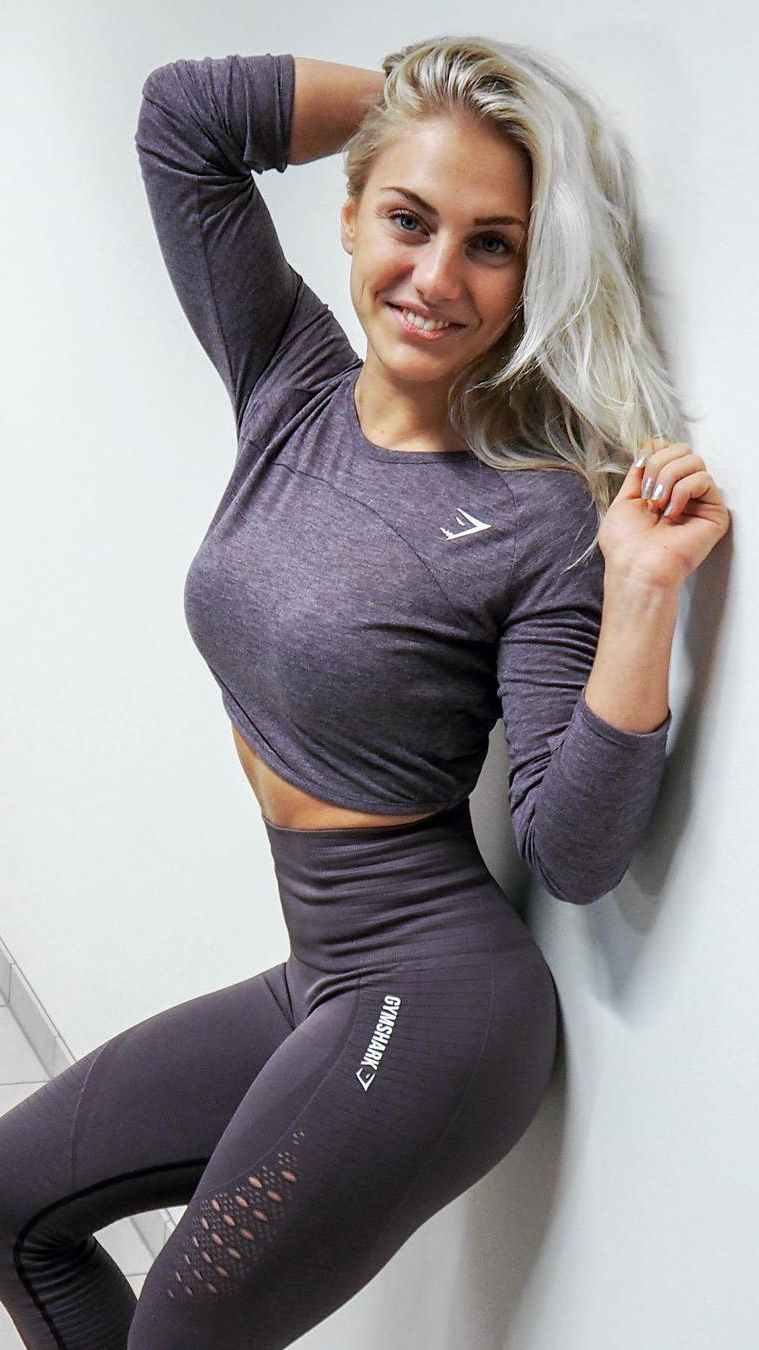 1577a3d195c67 @sandrajokicpro pairs the Double Up Long Sleeve and Energy Seamless Leggings  in Purple Wash.