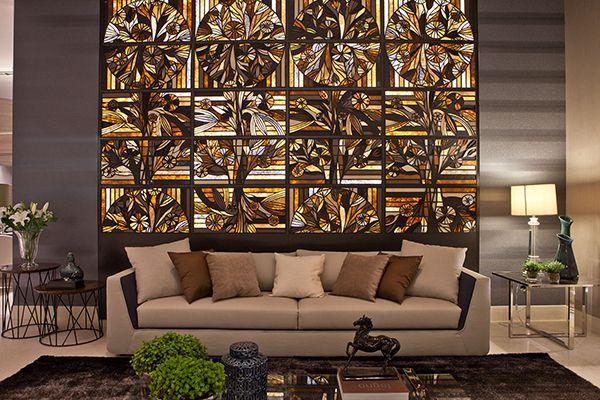 Mural reproduzindo antigos vitrais... Lindo!