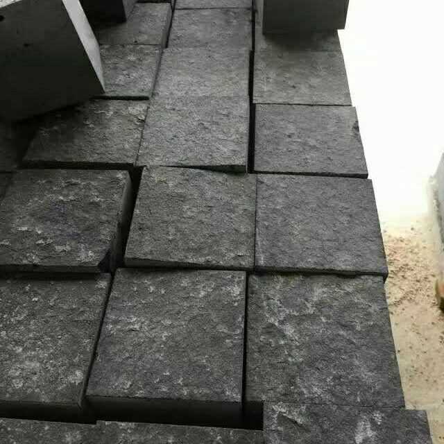 Chinese Bluestone Basalt Paving Cube Stone Antislip Flamed Surface