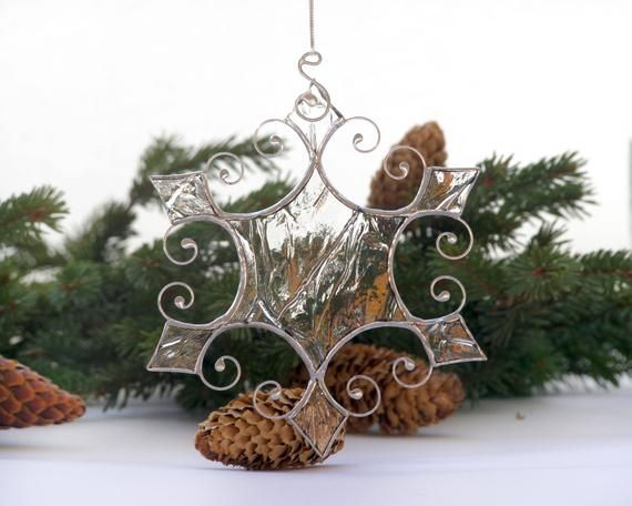 These Excellent Handmade Stained Glass Snowflakes Suncatcher Are Made With Infinite Love Ea Stained Glass Christmas Christmas Tree Ornaments Stained Glass Diy