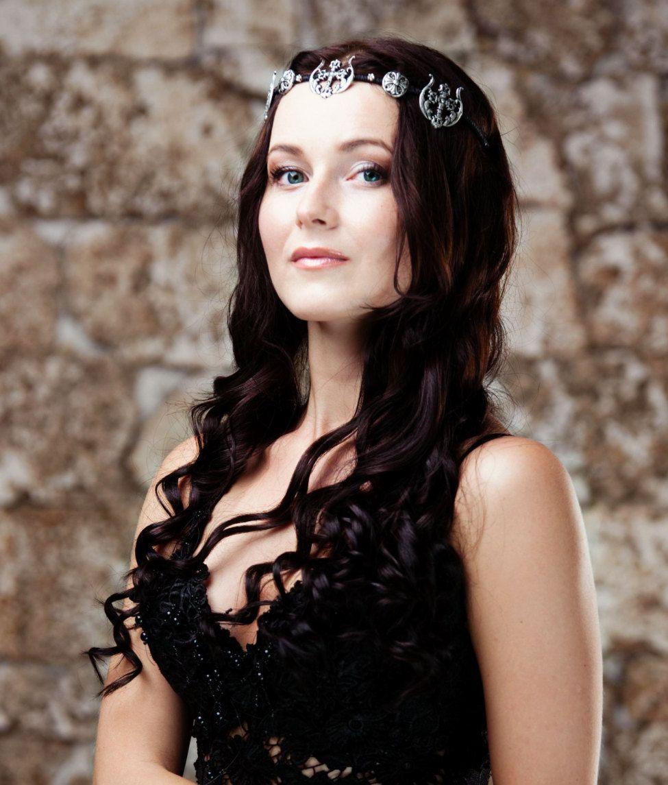 Woodland headband Black tiara wedding Red black berry hair piece Black wedding hair crown Black burgundy berry crown