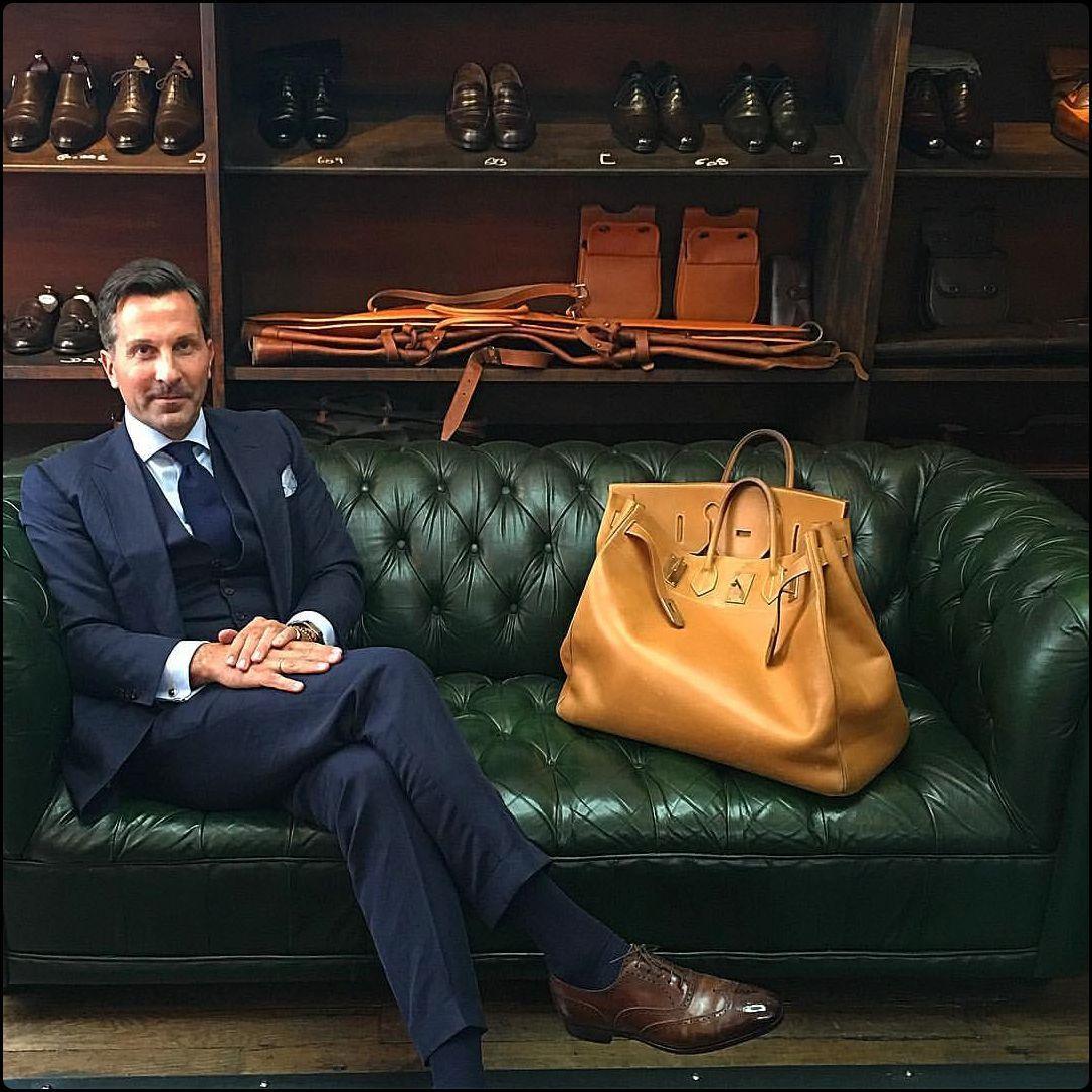 Choosing The Perfect Handbag That S Suitable For All Season Mens