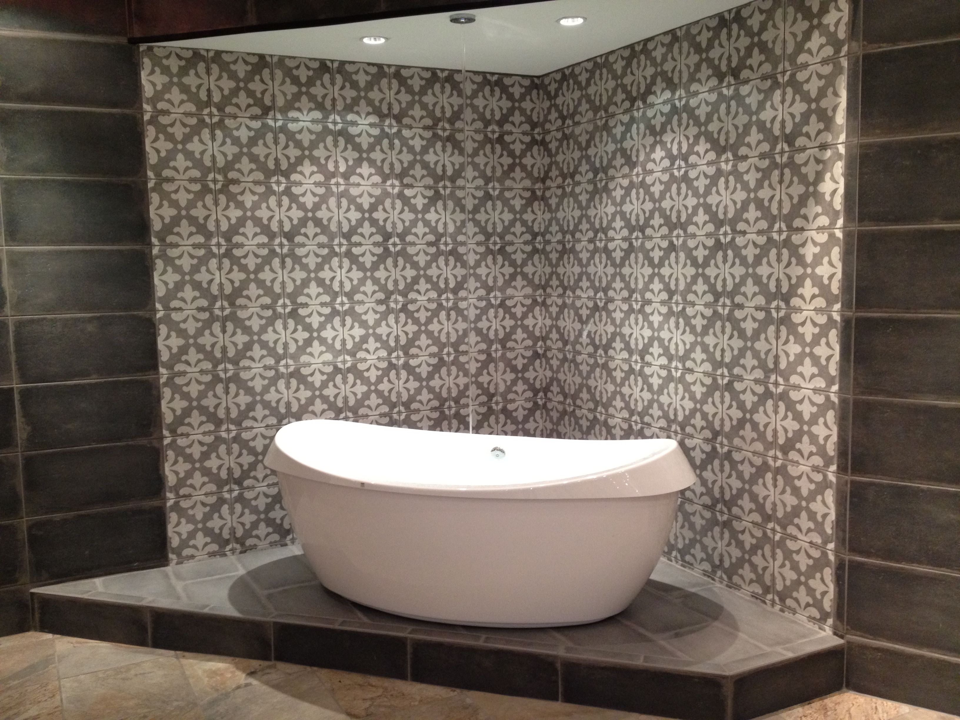 New Tub Display At Our Memphis Showroom Surrounded With