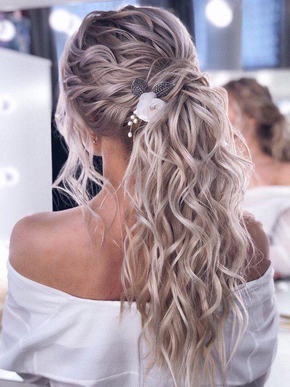 Brauthaarkamm Blumenhaarkamm Perlenhaarkamm Hochzeitshaar | Etsy - Haarbüschel,  #Blumenhaark... #combs