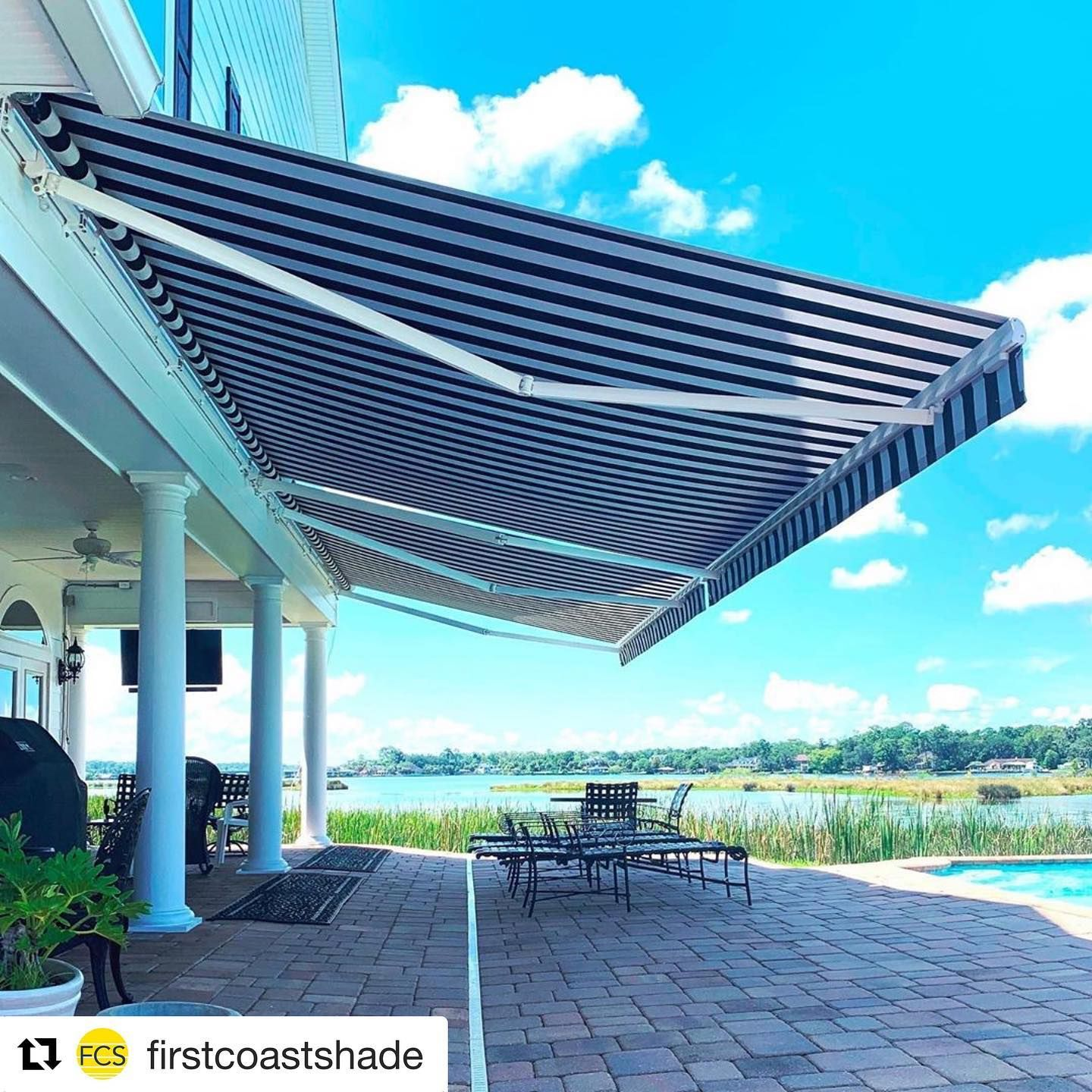 It S Nothing But Blue Skies Under Your Motorized Awning Repost Firstcoastshade This Patio Has Shade For Days In 2020 Front Patio Patio Awning Patio
