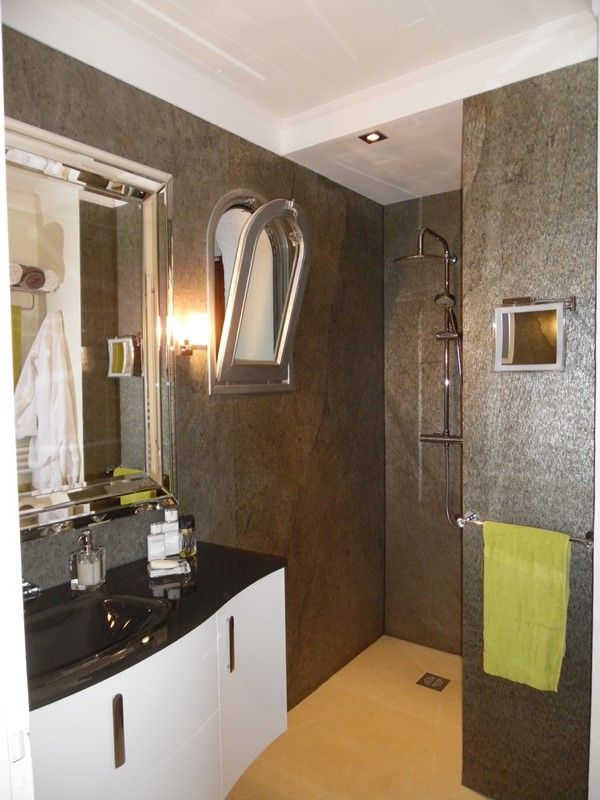 A Bathroom Made With Slate Lite The Paperthin Real Stone Veneer Used Decor Argento Dekor Glimmerschiefer Sandstein