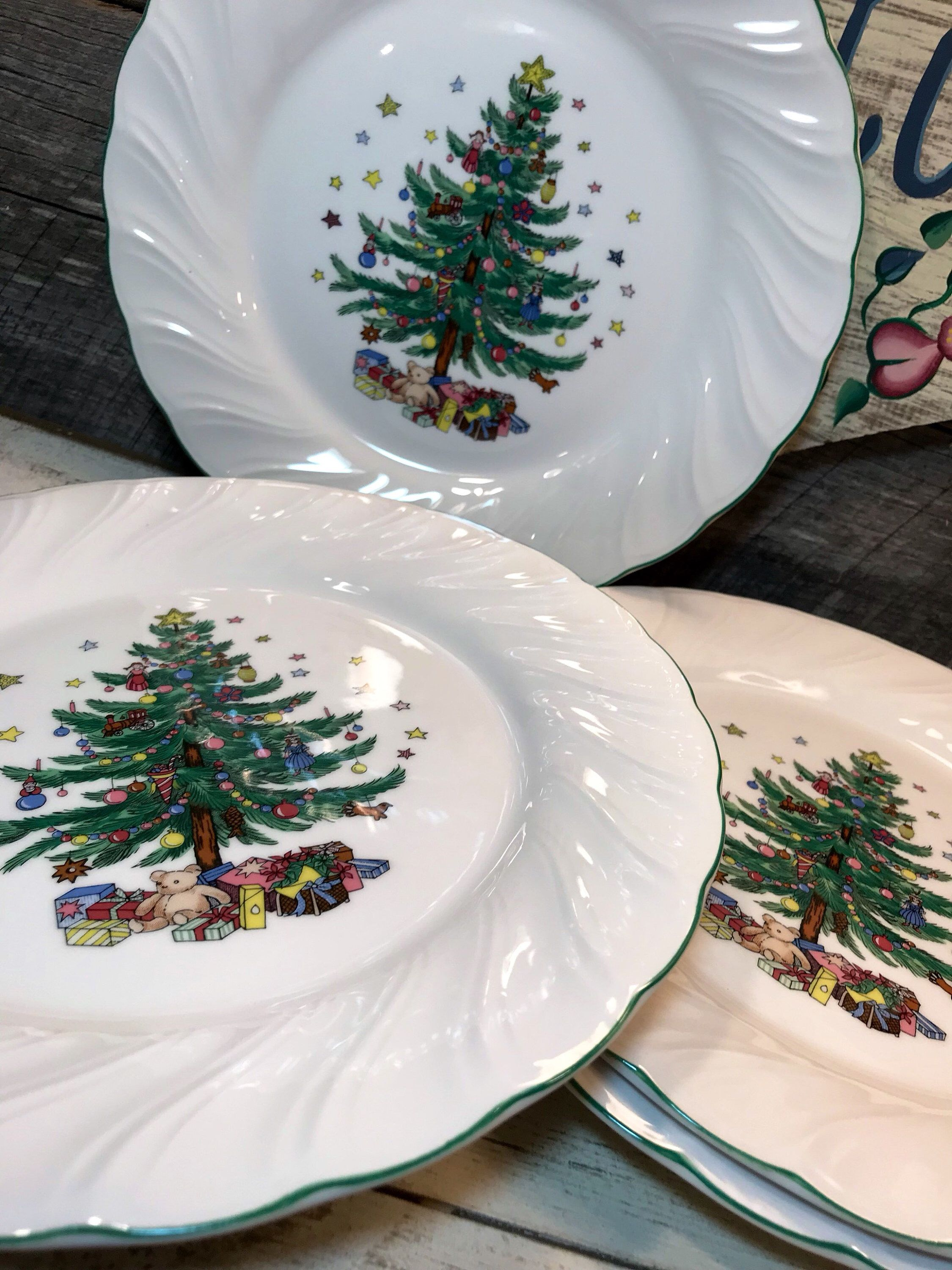 Set of 4 (FOUR) Happy Holidays DINNER PLATES by Nikko, Christmas ...